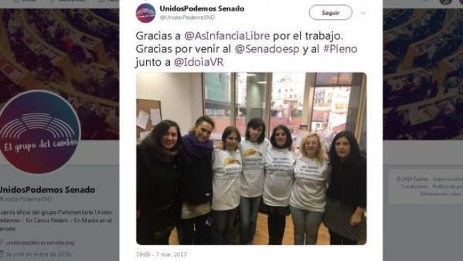 Tuit del grupo de Podemos en el Senado. En el centro, la madre detenida por el secuestro de su hija.