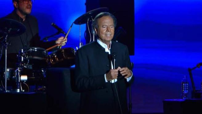 El cantante Julio Iglesias, durante un concierto en Mónaco en 2016.