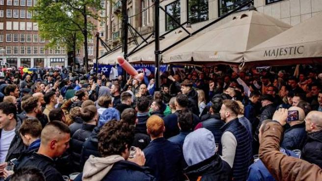 Hinchas del Tottenham, el pasado miércoles en Ámsterdam.