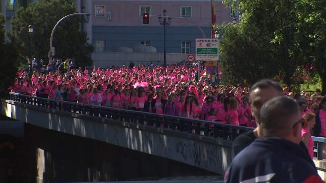 La Marea Rosa llena de corredoras Madrid