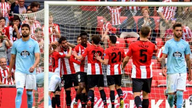 El Athletic celebra uno de sus goles al Celta.