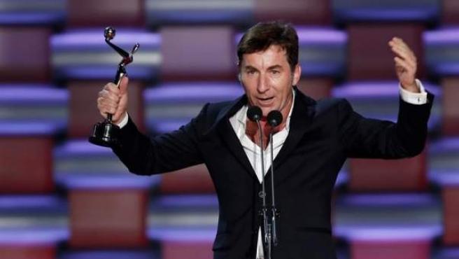 Antonio de la Torre, tras recibir el premio Platino al mejor actor por la película 'El reino', durante la gala de los Premios Platino del Cine Iberoamericano, celebrada en la Riviera Maya (México).