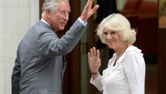 <p>Carlos de Inglaterra, el heredero al trono británico (lleva 50 años siendo el príncipe de Gales), es más bajito que su padre y sus dos hijos. ¡Mide 178 centímetros!</p>