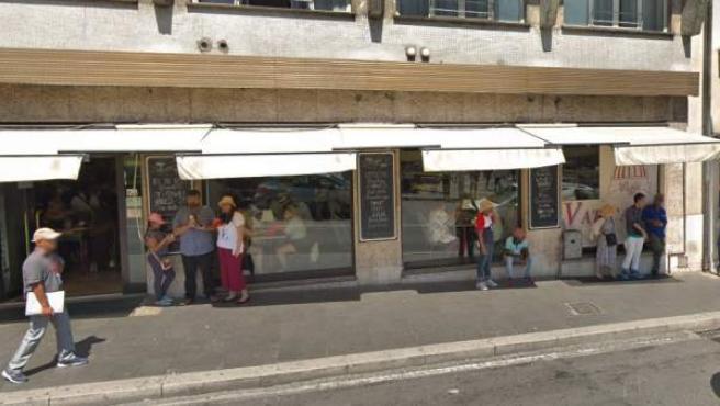 Café Vaticano, en Roma, donde unos turistas recibieron una factura de 81 euros por dos hamburguesas y tres cafés.