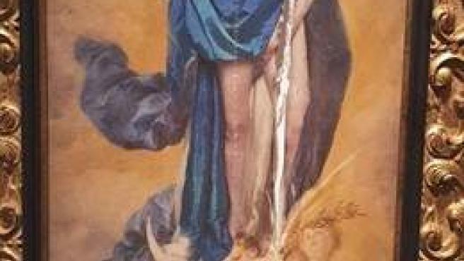 La obra Con Flores a María, de Charo Corrales, después de haber sido dañada en la Diputación de Córdoba.