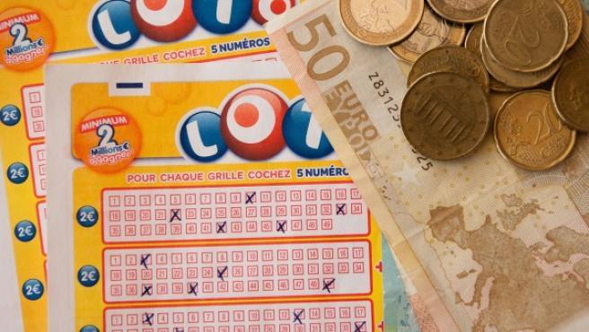 Juego de la lotería con dinero.