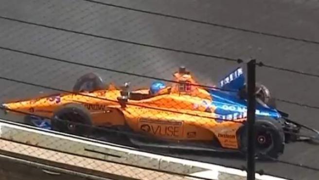 Accidente de Fernando Alonso durante los entrenamientos libres de Indianápolis.