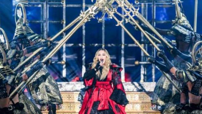 Madonna estará acompañada por más de 100 personas en la actuación.