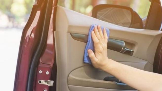 Se recomienda una limpieza semanal para acabar con toda la suciedad del vehículo.