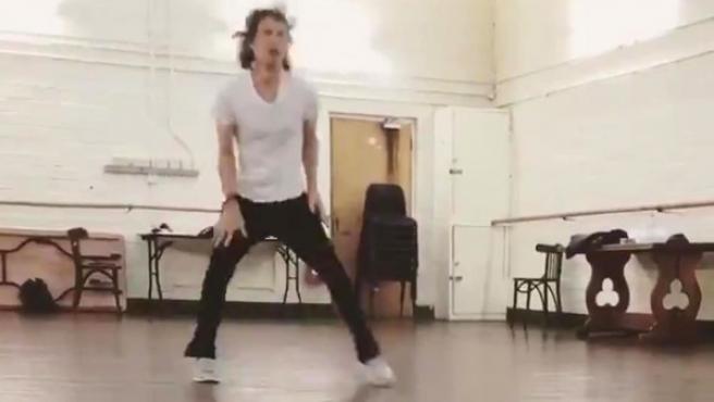 Mick Jagger bailando a sus 75 años y tras una operación del corazón.
