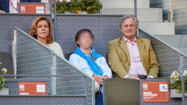 María Dolores de Cospedal, junto a su hijo y su marido, Ignacio López del Hierro, en el Mutua Madrid Open de tenis.