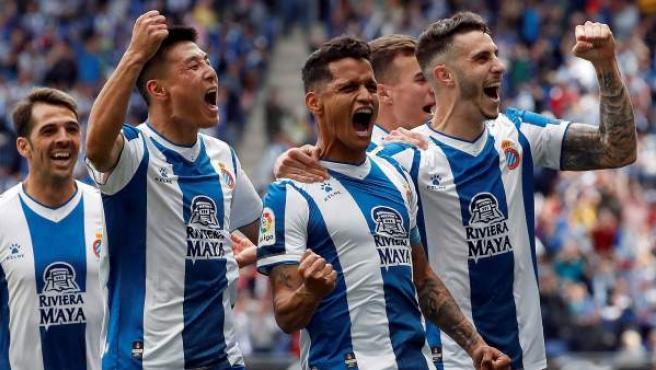 Los jugadores del RCD Espanyol celebran un gol.