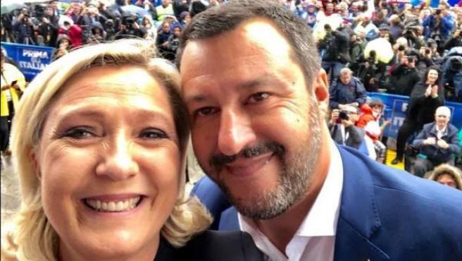 Imagen de los líderes de ultraderecha de Francia e Italia, Marine Le Pen y Matteo Salvini.