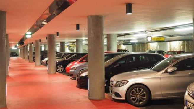 En uno de cada tres parkings te costará trabajo salir del coche, según la OCU.