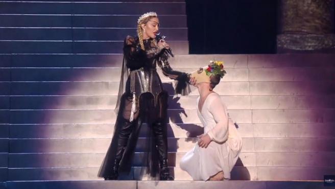 Madonna, en un momento de su actuación en Eurovisión.