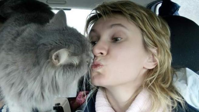 Anna y su gato Priánik.