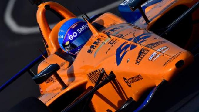Fernando Alonso al volante del McLaren de las 500 millas de Indianápolis.