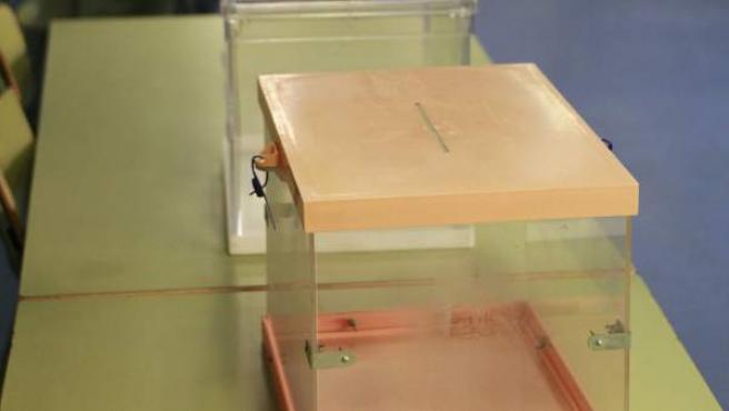 Urnas dispuestas en uno de los colegios electorales de Madrid.