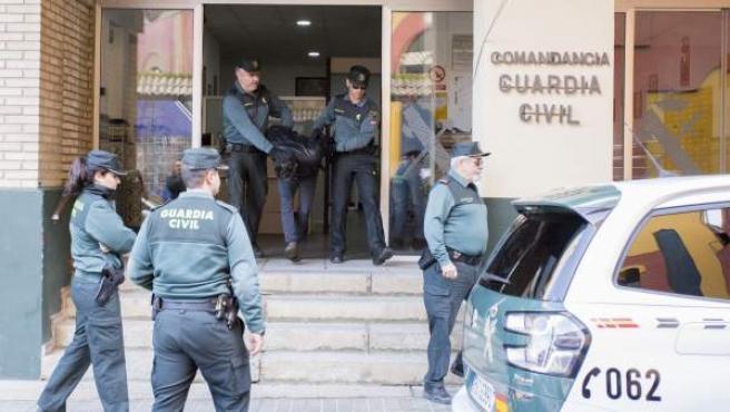 Bernardo Montoya saliendo de la Comandancia.