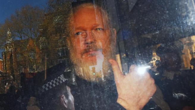 Julian Assange, fundador de Wikileaks, tras su detención.