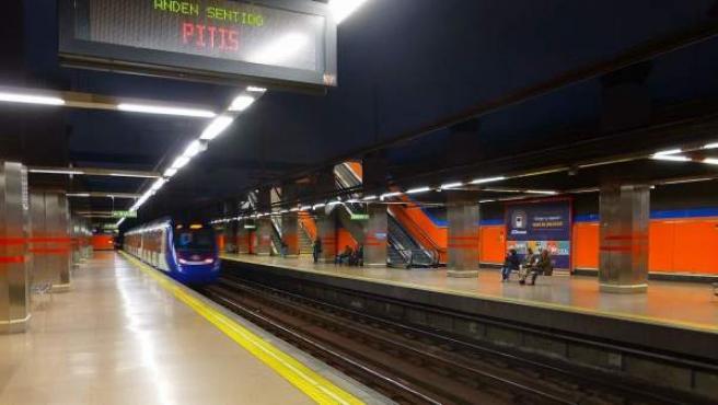 Imagen de un tren de la línea 7 de Metro en Madrid.