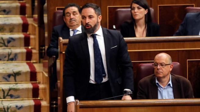 El presidente de VOX, Santiago Abascal, jura su cargo, durante la sesión constitutiva de las nuevas Cortes Generales de la XIII Legislativa