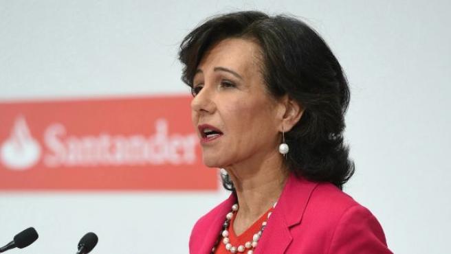 La presidenta del Banco Santander, Ana Patricia Botín, durante su comparecencia para informar sobre la adquisición del Banco Popular y sobre la ampliación de capital para afrontar esta compra.