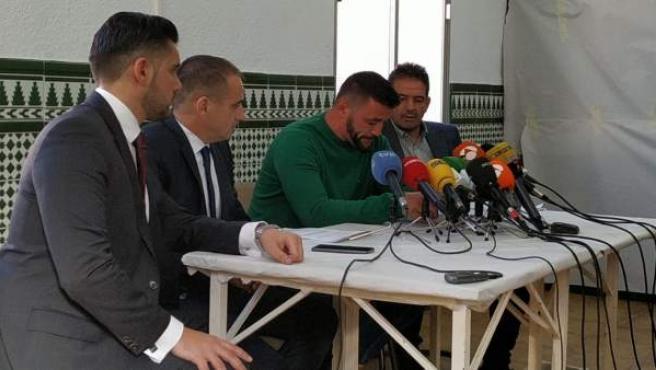 David Serrano, el dueño de la finca del pozo de Totalán, en una rueda de prensa.