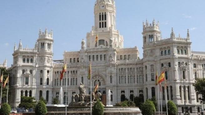 Exteriores del Ayuntamiento de Madrid junto a la Cibeles.