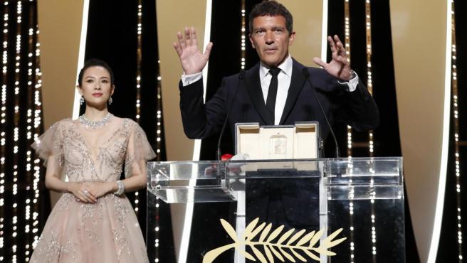 Antonio Banderas, recogiendo el premio al mejor actor en el Festival de Cannes.