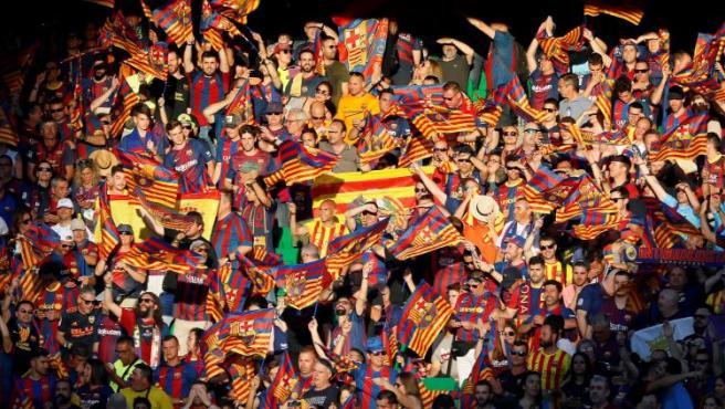 No faltaron los pitos al himno español, aunque fueron respondidos con cánticos de 'Viva España'.