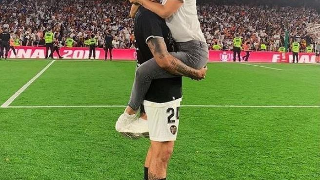 Tamara Gorro y Ezequiel Garay tras la victoria del Valencia en la Copa del Rey.