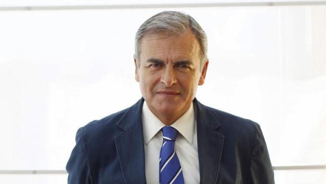 Carmelo Encinas.