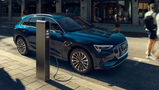El Audi e-tron es el primer vehículo con propulsión completamente eléctrica de la marca.