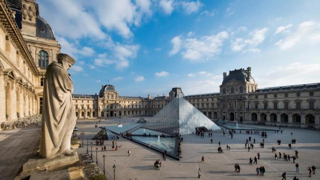 Vista general de la Pirámide de Louvre, de cuya construcción se cumplen 30 años en 2019.