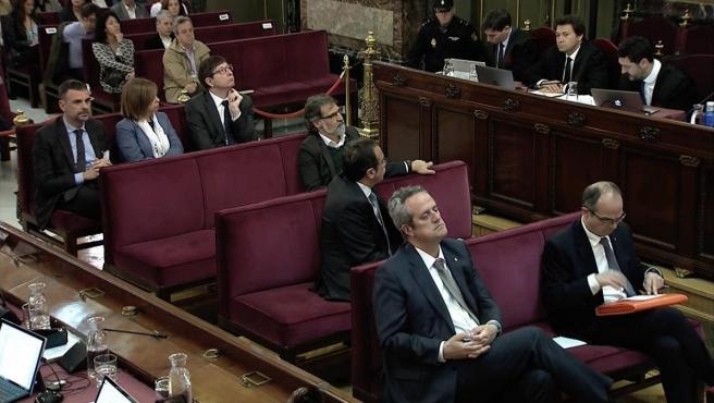 Vista general de los imputados durante una sesión del juicio del 'procés'.
