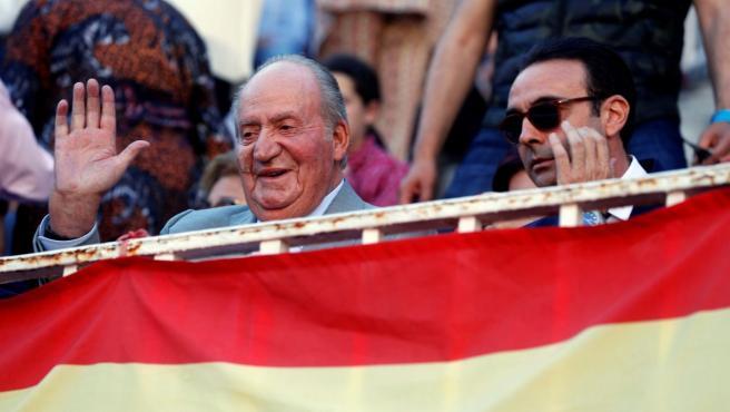 El rey emérito Juan Carlos asiste al undécimo festejo de la Feria de San Isidro 2019, en la Monumental de Las Ventas, en Madrid.