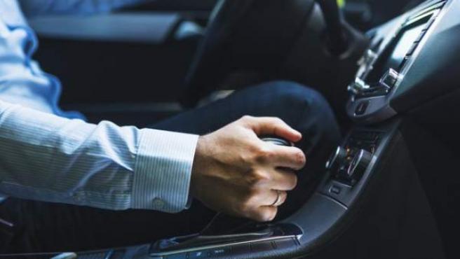 En el coche es esencial tener activos los cinco sentidos para evitar accidentes y multas.