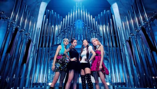 La formación femenina de K-POP BLACKPINK presenta 'Kill This Love'.