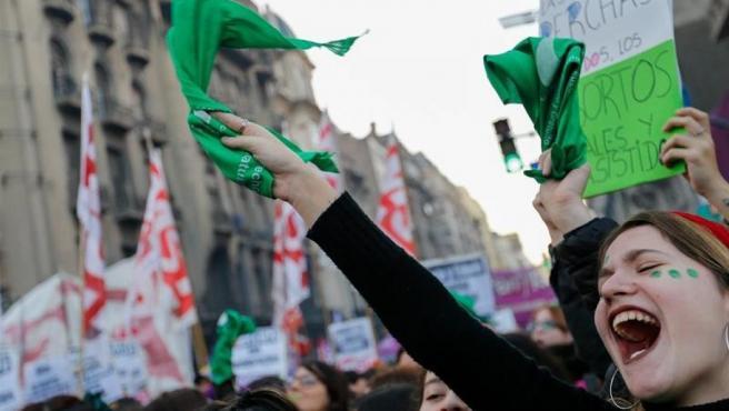 Manifestantes a favor del derecho al aborto, en Buenos Aires, Argentina.