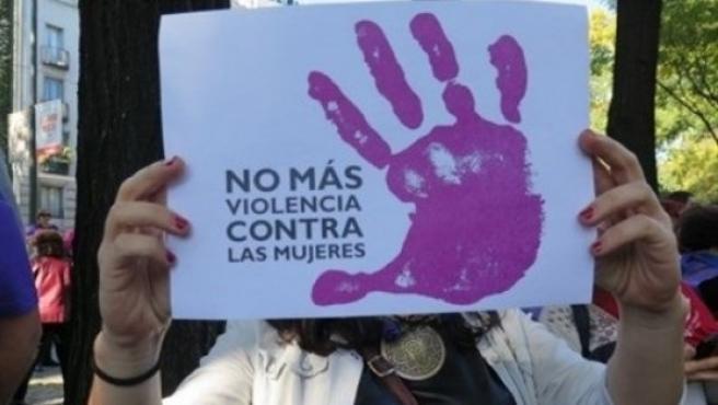 Imagen de archivo de un cartel contra la violencia contra las mujeres.