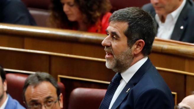 El diputado de JxCat Jordi Sánchez promete el cargo durante la sesión constitutiva de las Cortes Generales.