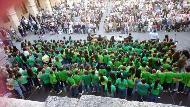 Más de 320 niños de varios colegios de Palma cantan en la obra 'Les veus de la natura'