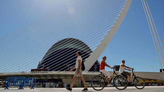 El puente de l'Assut de l'Or y el Ágora de la Ciudad de las Artes y las Ciencias de València.