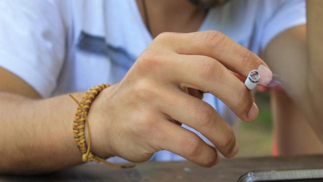Las promociones de tabaco y cigarrillos electrónicos provocan el consumo de nicotina en los adolescentes