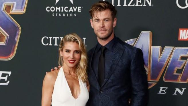 El actor australiano Chris Hemsworth (Thor) y su esposa, la actriz española Elsa Pataky, posan a su llegada al estreno de la película 'Vengadores: Endgame', en el Centro de Convenciones de Los Ángeles, California (Estados Unidos).