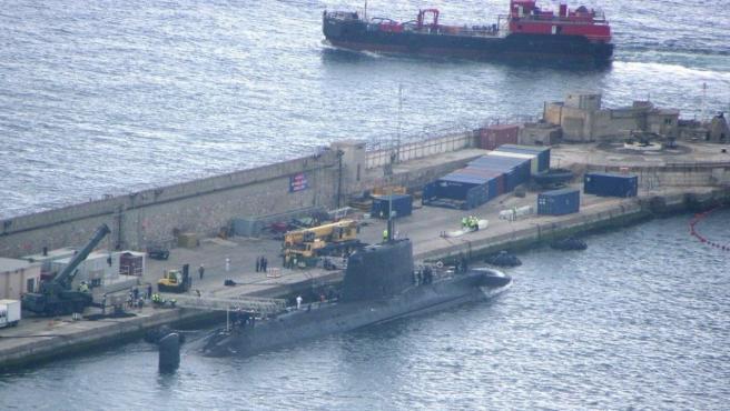 Imagen de archivo de un submarino nuclear en el puerto de Gibraltar en 2015.