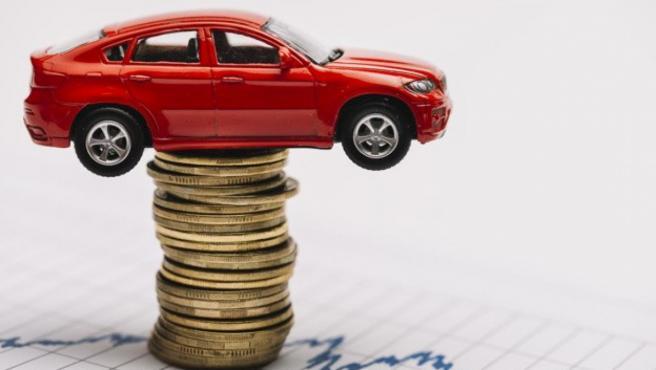 A la hora de comprar un coche de segunda mano hay que revisar bien toda la documentación.