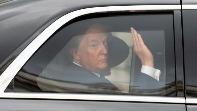 El presidente de los Estados Unidos, Donald Trump, llegando en automóvil a la abadía de Westminster en Londres (Reino Unido).