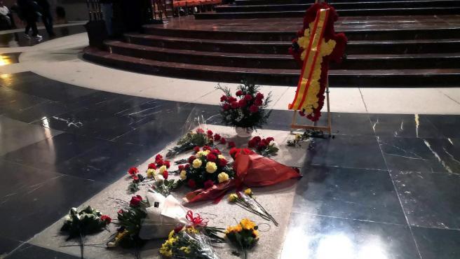 Flores en la tumba de Franco en el Valle de los Caídos.